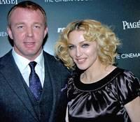 Мадонна и Гай Ричи вновь спорят: где учить сына?