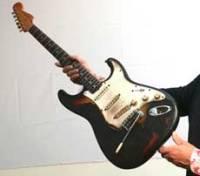 """Сегодня в Лондоне прессе показали знаменитую гитару Джими Хендрикса  """"Фендер..."""