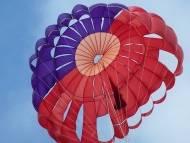 В Калифорнии разбился российский парашютист