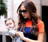 Виктория Бекхэм с дочкой Харпер в Нью-Йорке.