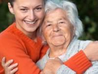 Россиян предложили обязать помогать пожилым родителям