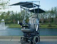 Студенты сконструировали инвалидную коляску, работающую от солнечных батарей. Видео