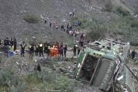 На Филиппинах автобус упал в пропасть, пострадало 45 человек