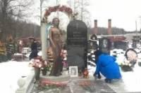На могиле Жанны Фриске установлен памятник