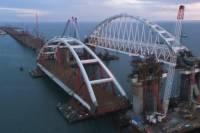 Поднята на опоры автодорожная арка Крымского моста