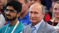 Путин рассказал молодежи, что может оказаться страшнее ядерной бомбы