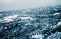 В Охотском море 50-летний боцман выпал с борта сахалинского траулера во время шторма