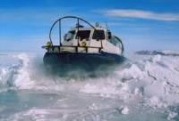 Вертолет, затонувший в Братском водохранилище, пока нельзя поднять из-за тонкого льда