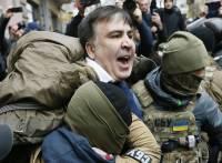 Саакашвили, отбитый сторонниками у СБУ, идет к Раде требовать импичмента Порошенко