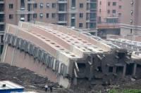 В китайском Вэньчжоу вновь одновременно рухнули несколько домов, под завалами остаются люди
