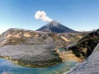 На Северных Курилах активизировался вулкан Эбеко, ежедневно выбрасывая пепел