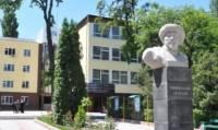 В Бишкеке в аспирантуру поступил 80-летний аксакал