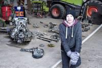 В Сети появились фото датского подростка и найденного им истребителя