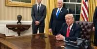 Трамп ушел с церемонии объявления указов, забыв подписать документы
