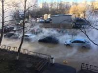 В Петербурге две машины провалились в кипяток