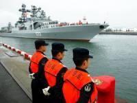 Гигантский корабль протаранил мост в Китае