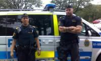 В Швеции десятки молодых людей забросали полицию камнями