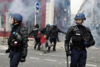 В Париже во время первомайской демонстрации ранены двое полицейских