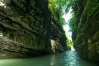 В Абхазии сотрудники МЧС спасли российских туристов, застрявших в каньоне
