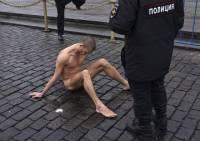 Франция предоставила убежище художнику Павленскому