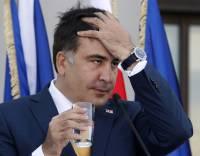 В Кривом Роге закидали яйцами и зеленкой Саакашвили