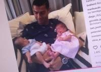 Роналду показал своих новорожденных близнецов