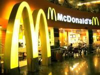"""""""Макдоналдс"""" заплатит 300 тысяч рублей женщине, которая упала и выбила зубы"""