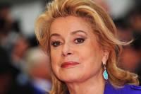 Француженки выступают против продолжающейся кампании жертв домогательств
