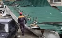 На Северных Курилах ураган сорвал кровлю здания райбольницы