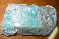 На Урале найден цельный изумруд весом 1,6 кг
