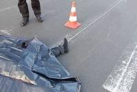 В Омске водитель насмерть сбил мужчину с ребенком, проходивших по тротуару