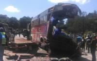 В Зимбабве более сорока человек погибли в загоревшемся автобусе