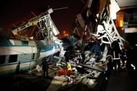 В Анкаре после столкновения поездов рухнул переход: погибли 7 человек, более 40 пострадали