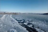 Поиски людей с катера, перевернувшегося на Байкале, приостановили из-за холодов