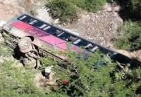 В Индии автобус с пассажирами упал в горное ущелье