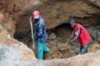 В ЮАР более 900 шахтеров заблокированы под землей после шторма