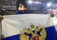 Болельщик из США развернул российский флаг на открытии Олимпиады