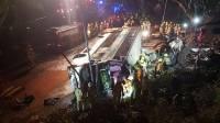 В Гонконге 19 человек погибли при опрокидывании двухэтажного автобуса