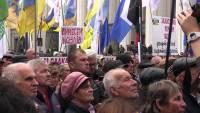 В Киеве тысячи сторонников Саакашвили проводят митинг, требуя отставки Порошенко