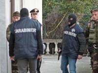 В Италии карабинер, расстреляв жену, взял дочерей в заложники