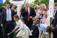 В Белом доме по традиции провели пасхальное катание яиц