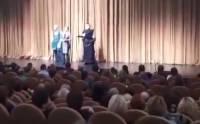 Актриса Аронова на гастролях в Сургуте начала жаловаться зрителям на задержку гонорара