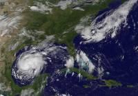 На юго-востоке США готовятся к надвигающемуся урагану