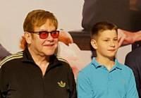 Сэр Элтон Джон увиделся с украинским мальчиком, которого ему не разрешили усыновить 9 лет назад