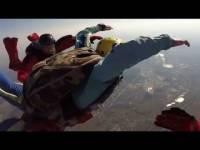 В ХМАО скончался парашютист, спасший школьницу во время неудачного прыжка