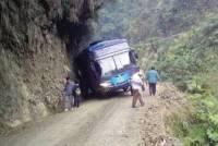 В Боливии автобус врезался в скалу: погибли 17 человек