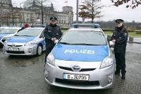 В ФРГ более 100 человек задержаны после нападения на полицейских