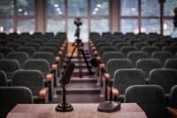 В соцсетях высмеяли Порошенко, выступавшего перед пустым залом на саммите НАТО