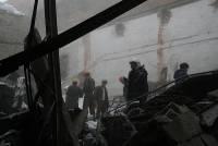 На Сахалине обвалилась крыша завода, под завалами остаются люди