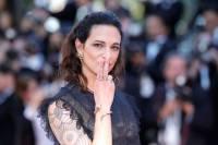 Обвиненную в домогательствах Азию Ардженто уволили из шоу X-factor